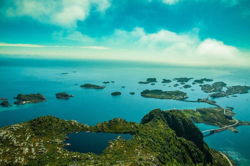 Isole Lofoten - Vista su henningsvaer