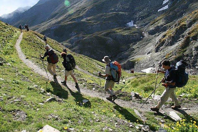 verso-villanova-trekking-valli-valdesi