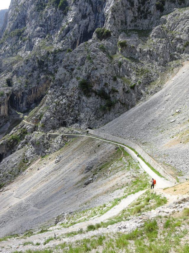 trekking-garganta-del-cares-vacanza-a-piedi