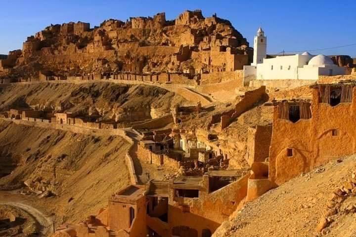 viaggio-trekking-tunisia-chenini-villaggio-berbero-troglodita