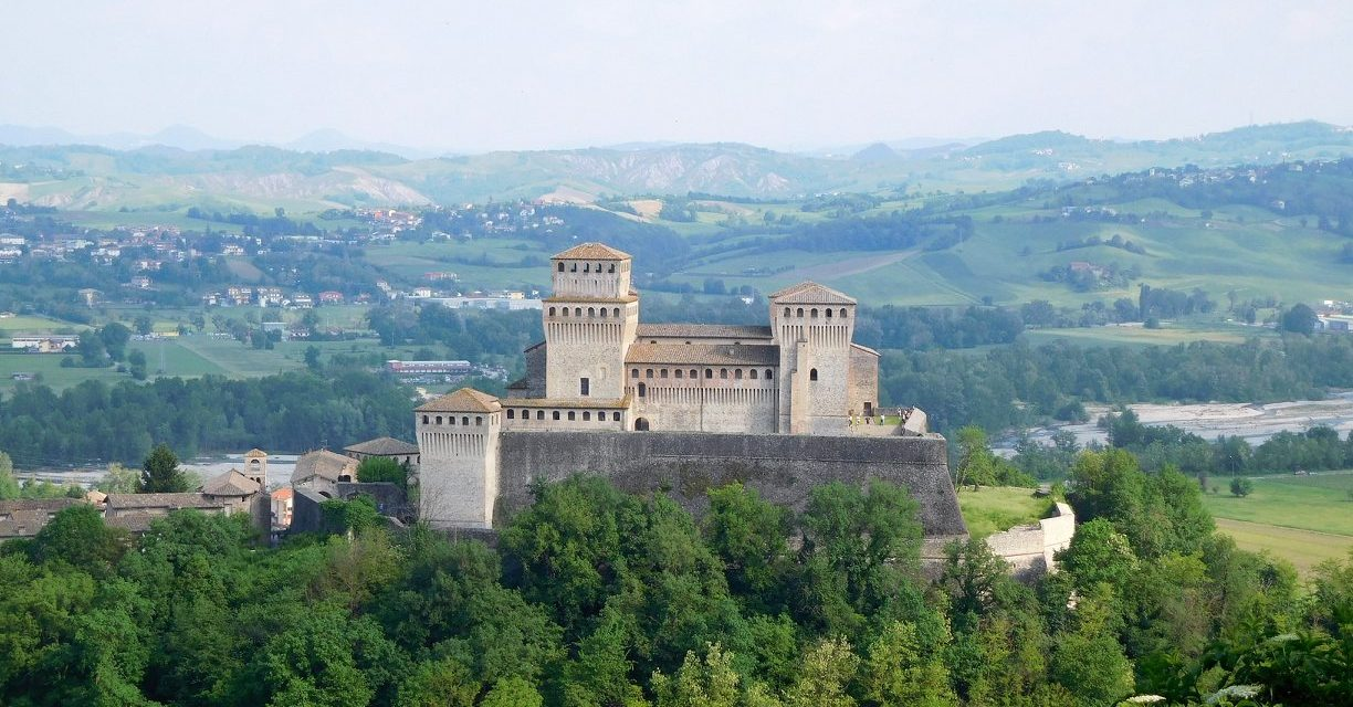 https://www.trekkilandia.it/wp-content/uploads/2020/06/Torrechiara-1224x640.jpg