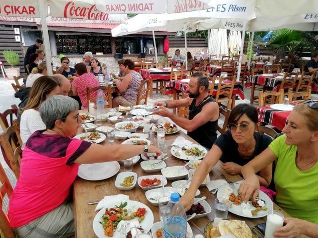 pausa-pranzo-meze-a-famagosta-cipro-nord