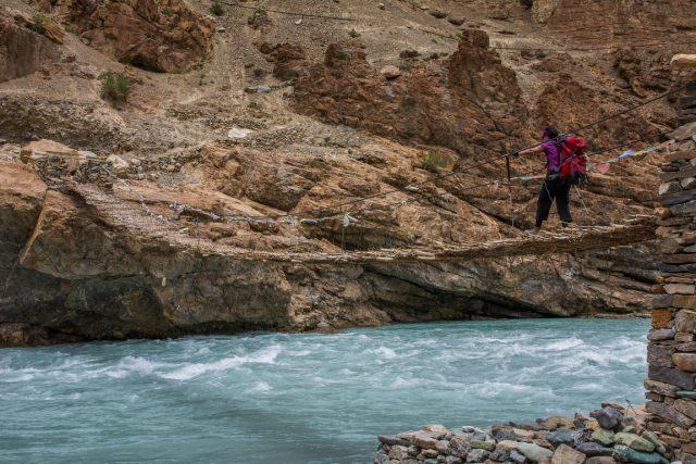 trekking-phugtal-gompa-ponte-tibetano
