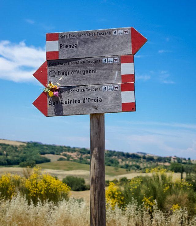 segnaletica-itinerari-val-dorcia-toscana-meridionale