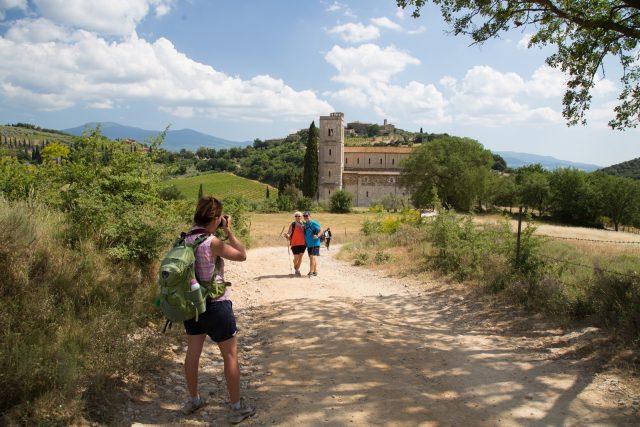 itinerari-a-piedi-val-dorcia-abbazia-sant-antimo